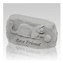 An outdoor cat memorial will honor a cat and the natural environment they lovedd