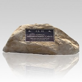 A memorial rock can honor both nature and a loved one