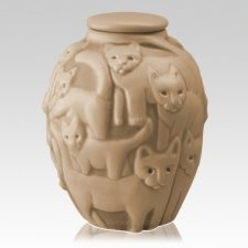 Clever Cat Straw Cremation Urn