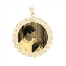 Wreath Yellow Gold Etched Pendant