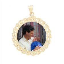 Wreath Yellow Gold Photo Pendant